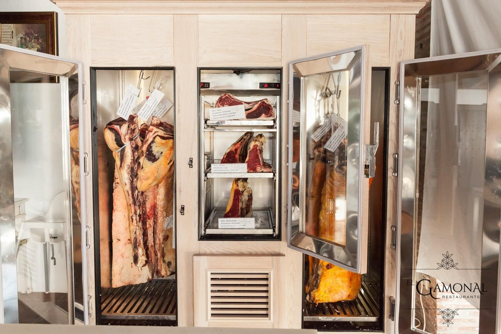 Neveras Carne, Chuleton, Entrecot Solomillo - EL Gamonal Restaurante Marbella